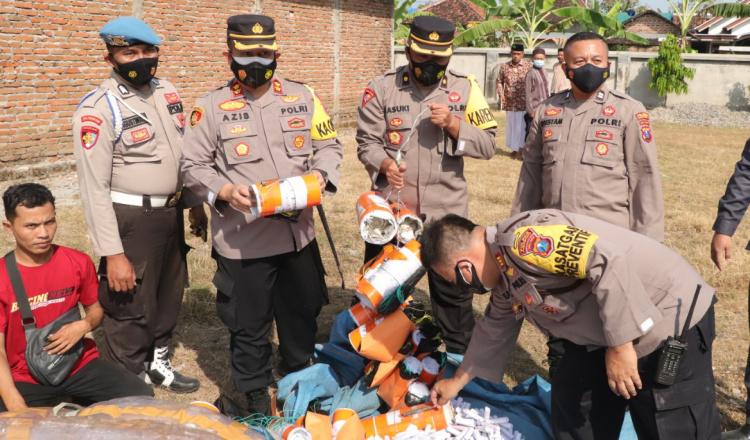 Polisi Gagalkan Penerbangan Balon Udara Idul Fitri di Ponorogo
