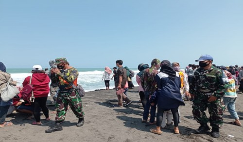 Aparat Gabungan Razia Prokes di Tempat Wisata Kabupaten Purworejo