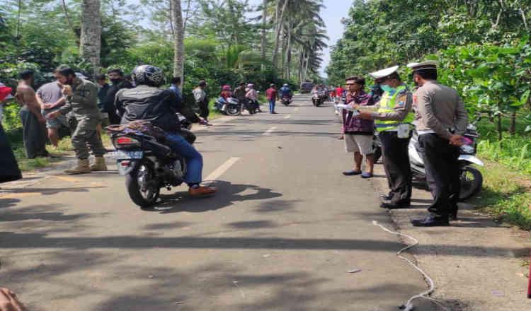 Bonceng Anak dan Istri, Seorang Suami di Banyuwangi Tewas Dihantam Motor Oleng