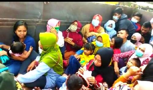 Truk Bermuatan Puluhan Orang Dihentikan Petugas Gabungan di Pos Jatirogo Tuban