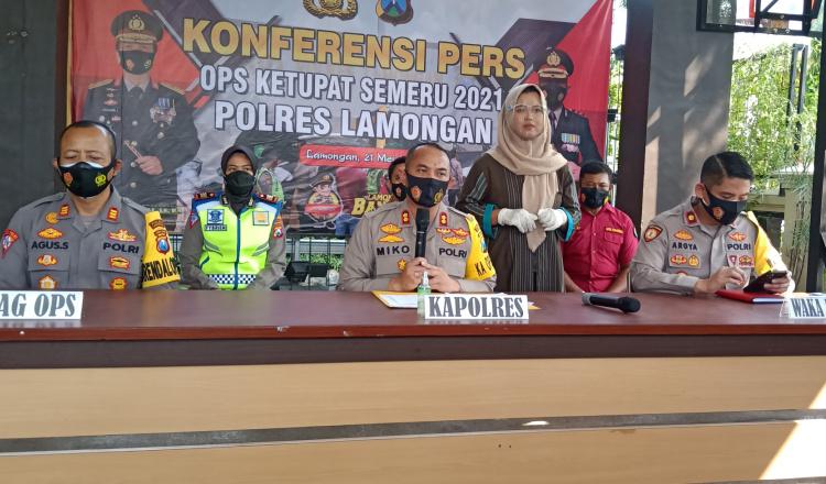 Operasi Ketupat Semeru, Polres Lamongan Putar Balik Ribuan Kendaraan dan Karantina Pekerja Migran