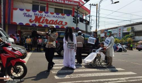 Polres Madiun Kota Gelar Treactical Himbauan Protokol Kesehatan Kepada Masyarakat