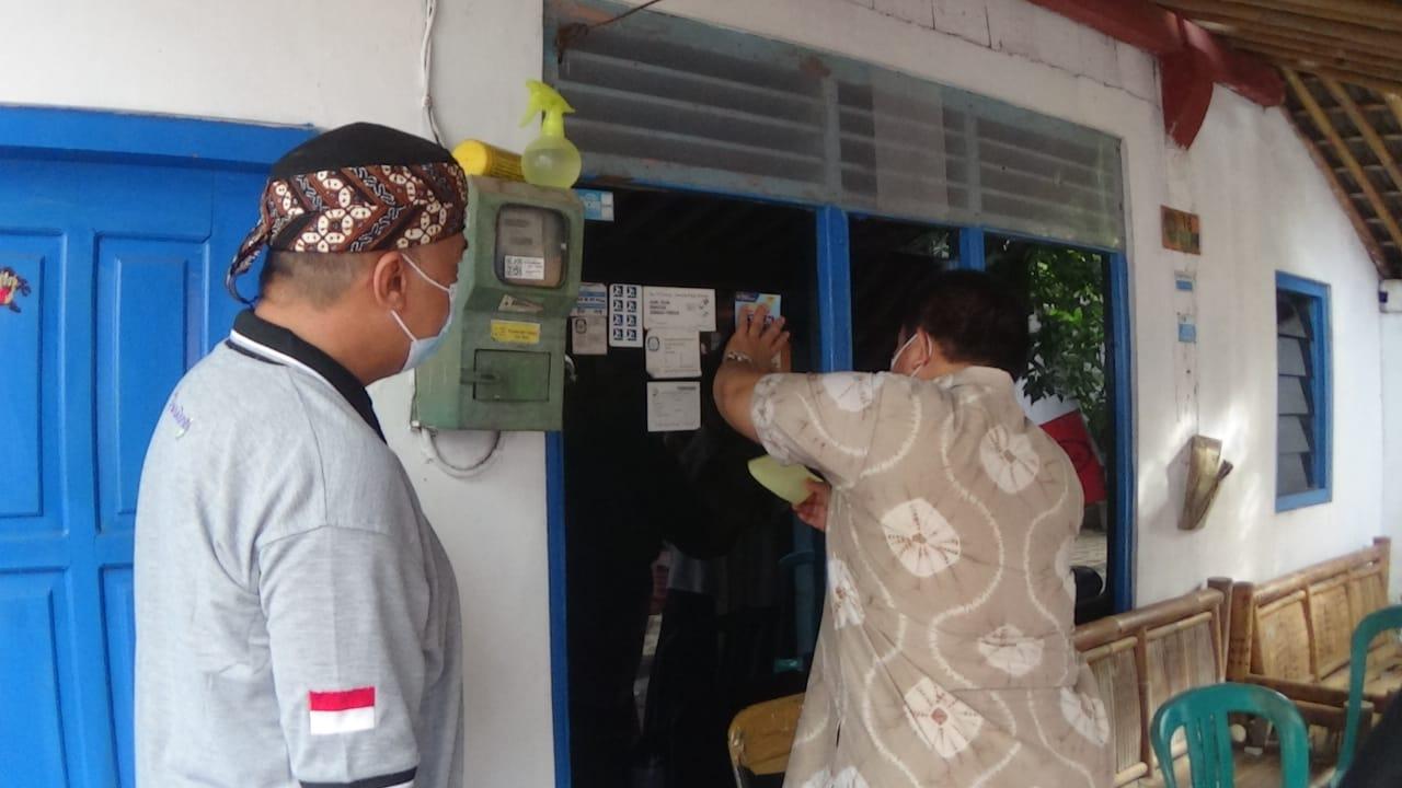 Bahaya Covid, Rumah Warga di Purworejo Dipasangi Stiker