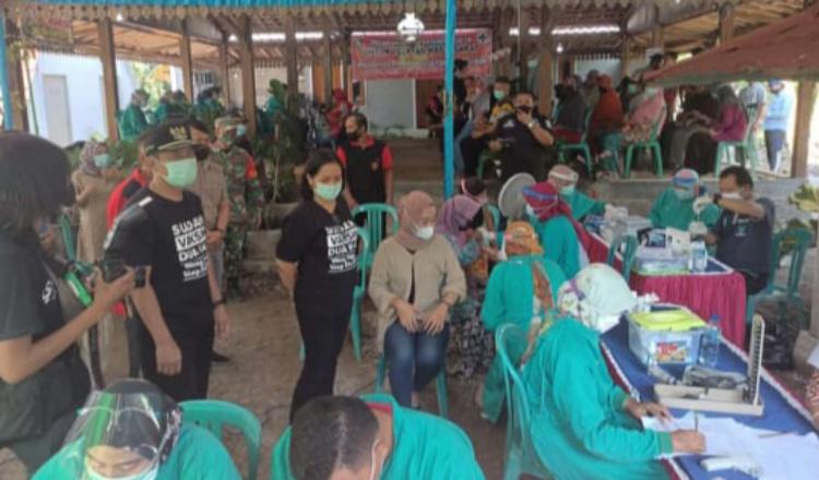 Peduli Kesehatan Rakyat, Wakil Bupati Ngawi Kunjungi Vaksinasi Warga