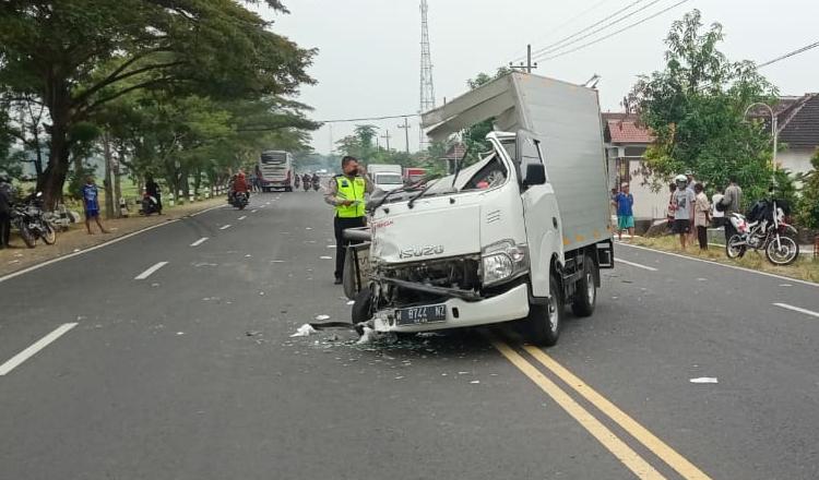 Diduga Lalai, Sugeng Rahayu Adu Moncong dengan Pick Up di Madiun