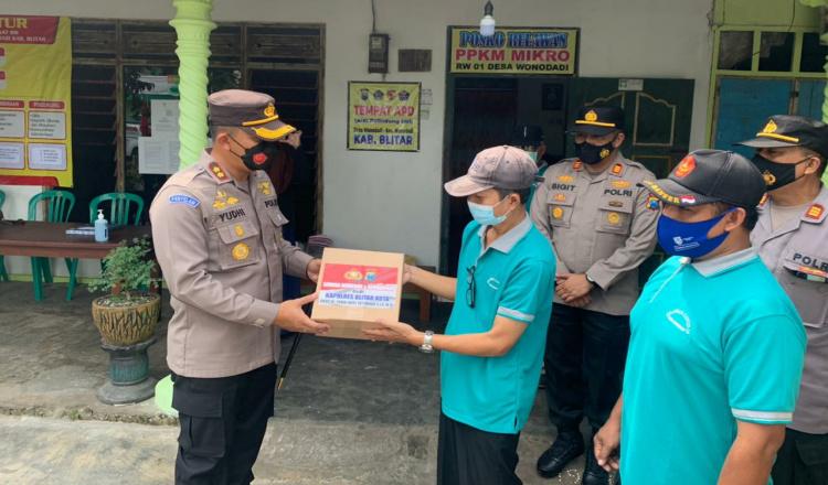 Tingkatkan Kedisiplinan Prokes, Kapolres Blitar Kota Salurkan Bantuan ke Satgas Wonodadi
