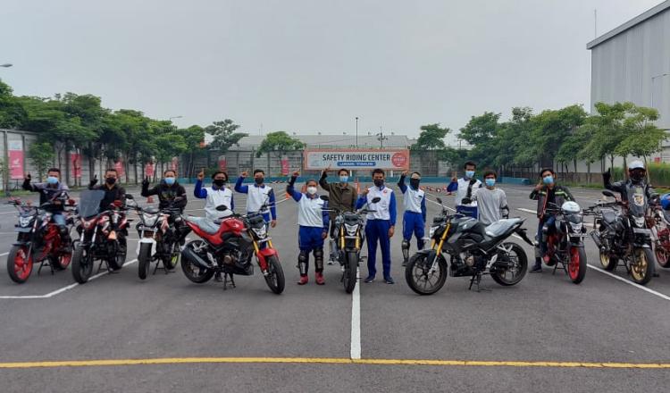 MPM dan Komunitas Honda CB150R Gelar Training Safety Riding