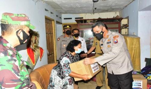 Kurangi Beban Sesama, Kapolres Blitar Salurkan Bantuan Bagi Korban Gempa