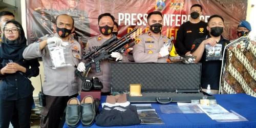 Dari Rumah Gus Dani Polisi Temukan 2 Pucuk Senjata, Lencana BIN, Hingga Kartu Anggota Wantannas RI