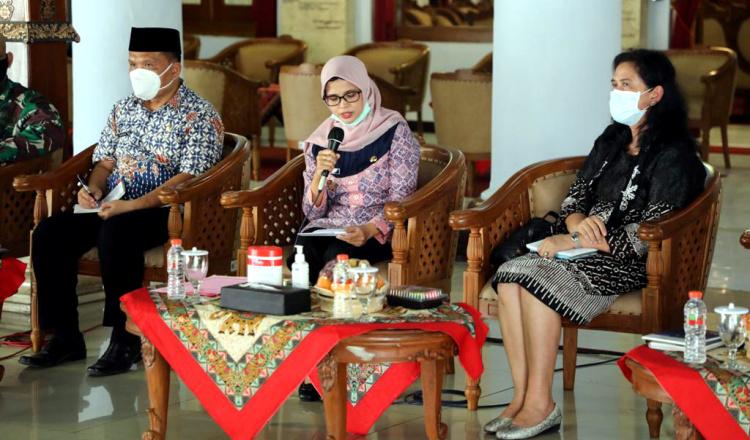 Pimpin Rapat Koordinasi, Bupati Blitar Rini Dukung Pembentukan Kelembagaan Pokja P3AKS