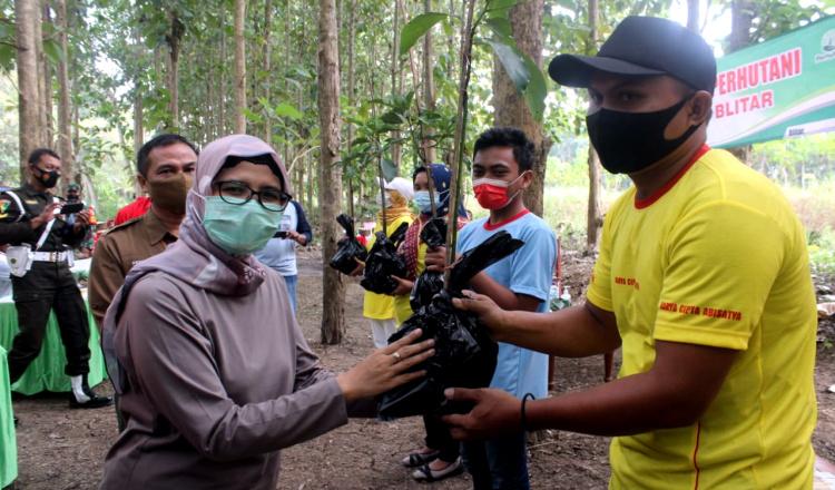 Cegah Bencana Alam, Bupati Blitar Rini Ajak Masyarakat Lebih Peduli Terhadap Kelestarian Lingkungan
