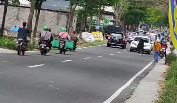 Perempuan Bercadar Yang Viral di Medsos Bikin Jalanan Macet, Ternyata Orang Ngawi