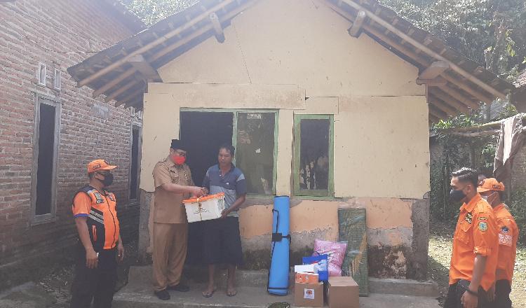 Wabup Bondowoso Santuni Warga Miskin Sebatang Kara di Jambesari