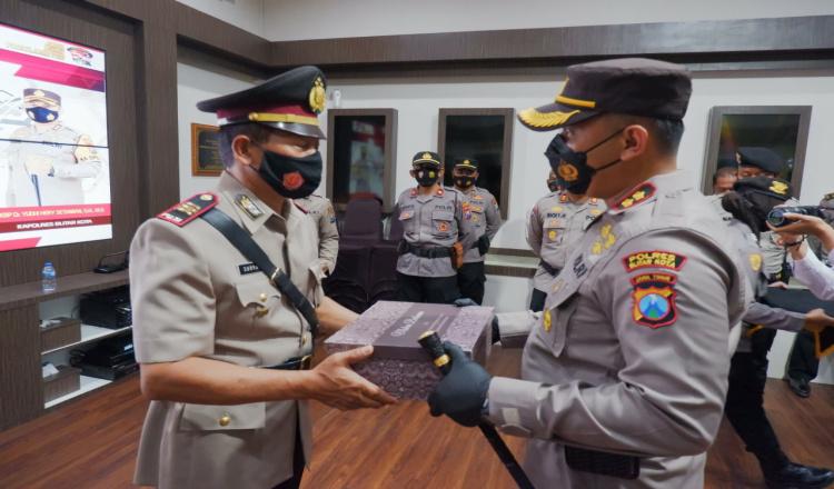 Kapolres Blitar Kota Pimpin Upacara Penyerahan Jabatan Kasat Narkoba