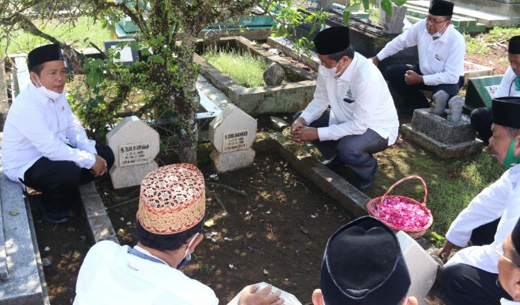 Harlah Pancasila, Pimpinan UIN KHAS Jember Ziarah ke Makam Ulama