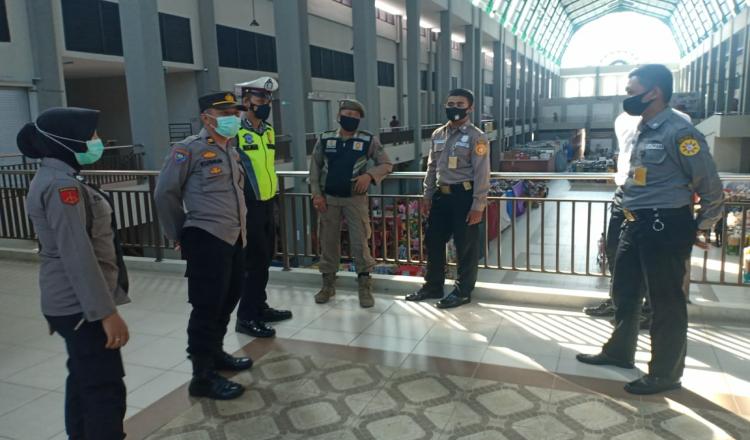 Awasi Penerapan Prokes, Polres Terjunkan Personil di Pasar Pon Trenggalek