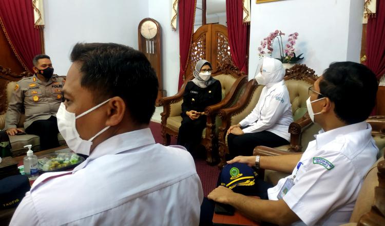 Antisipasi Potensi Tsunami di Blitar, Bupati Rini Siap Kolaborasi dengan BMKG