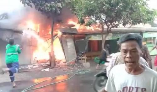 Kebakaran Toko Sandal di Probolinggo, Konsleting Listrik Jadi Pemicunya