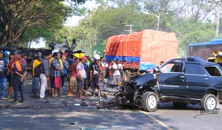 Kecelakaan Antara Isuzu Panther dan Truk di Tuban Tewaskan 1 Pengendara