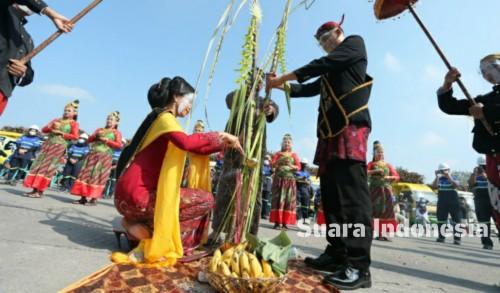 Gelar Tradisi Manten Tebu, PT Rejoso Manis Indo Blitar Mulai Laksanakan Musim Giling