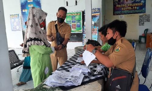 Cegah Penularan Covid-19, Penyaluran BLT DD Tahap II di Desa Padasan Bondowoso Terapkan Protkes