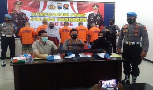Polisi Tangkap 5 Pelaku Ilegal Loging Kayu di Ponorogo