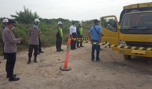 Antri Bongkar Garam di Kawasan JIIPE, Sopir Truk asal Sampang Ditemukan Tewas