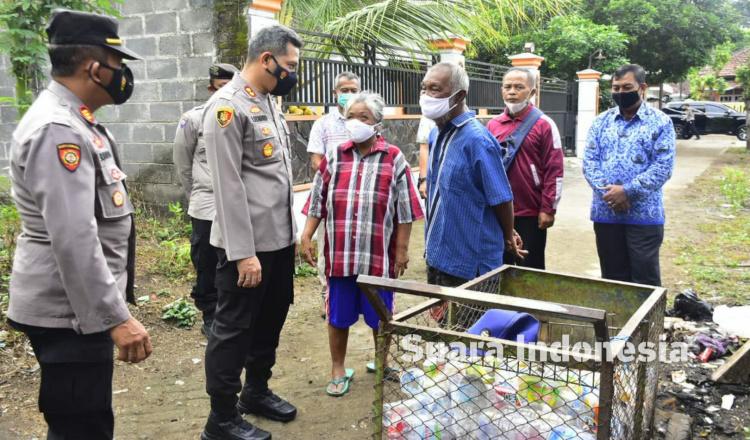 Berkunjung ke Mbah Poniman, Kapolres Blitar Berjanji Segera Tangkap Pelaku Penjambretan