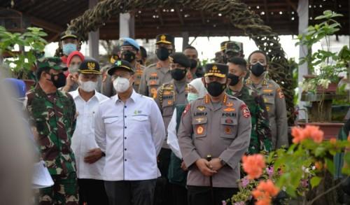 Panglima TNI dan Kapolri Kunjungi Kegiatan Vaksinasi Massal di Kota Madiun