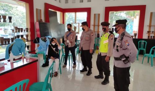 Antisipasi Lonjakan Covid-19, Polres Blitar Kota Gelar Swab Antigen Dadakan Bagi Wisatawan