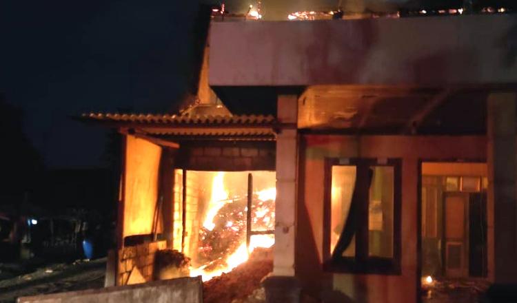 Rumah Tukang Becak di Tuban Ludes Terbakar