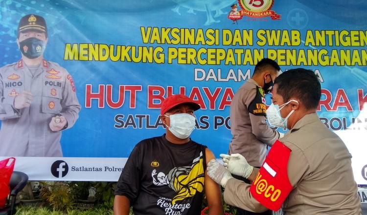 Polres Probolinggo Berlakukan Vaksinasi Bagi Pemohon SIM