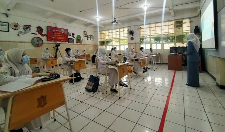 Isu Jual Beli Bangku Sekolah di Surabaya   http://www.elfcup.org/