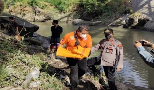 Penemuan Mayat Bayi di Sungai Gemparkan Warga Jalan Cempaka Situbondo