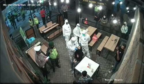Satgas Covid-19 Bondowoso Lakukan Rapid Test di Cafe Shaf, Hasilnya Negatif