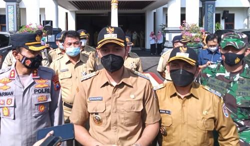 Terjadi Antrian dan Kerumunan Saat Vaksinasi Massal di Tuban, Bupati Lindra: Kita Akan Jemput Bola