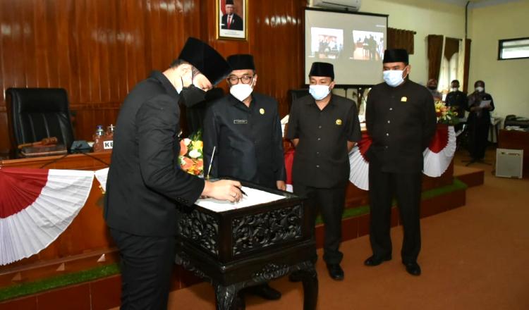 Perda LPJ APBD 2020 Trengggalek Resmi Disahkan Dalam Rapat Paripurna