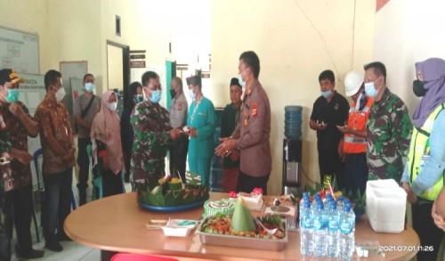 Sinergitas Ditengah Tugas, Koramil 0909-06/Bengalon Rayakan HUT Bhayangkara Bersama Polsek Kaliorang