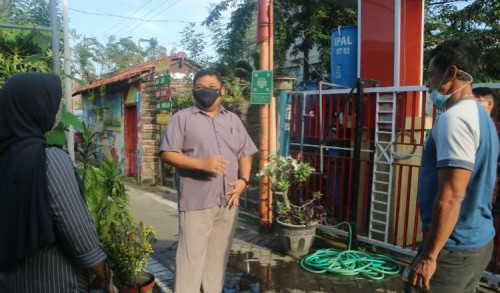 Politisi PDIP Tengok Kehidupan Guyub Warga Kampung Cendana Perak Barat
