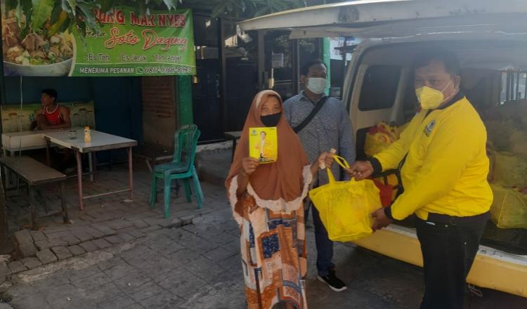 PPKM Darurat, Golkar Surabaya Salurkan Bantuan Masker dan Sembako ke Warga