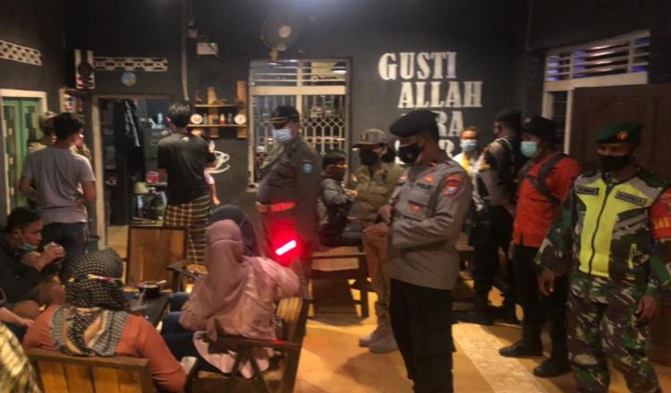 Nekat Berjualan, Sebanyak 15 Warkop di Ponorogo Ditertibkan Petugas