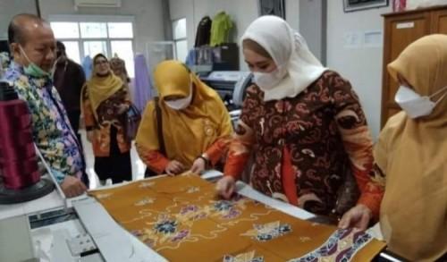 Ketua Dekranasda Mukomuko Kunjungi Balai Diklat Industri Padang