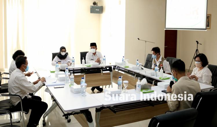 Ngantor di RSUD Srengat, Bupati Blitar Rini Saksikan PKS Adminduk dan Pantau Kesiapan Ruang Perawatan