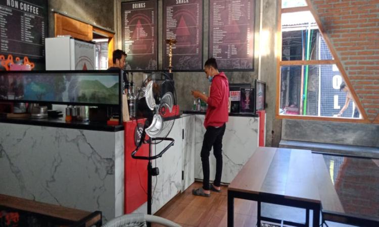 Pemulihan Ekonomi Nasional Belum Dirasakan Pengusaha Cafe dan PKL di Bondowoso