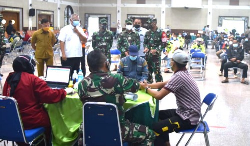 Danrem 082/CPYJ Tinjau Serbuan Vaksinasi Massal di Tuban