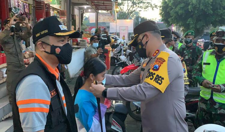 PPKM Darurat, Kapolres Blitar Pimpin Operasi Penegakan Prokes di Pasar Kanigoro