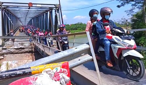 Harap Bersabar, Perbaikan Jembatan Penghubung Tuban-Bojonegoro Mundur Dari Target Awal