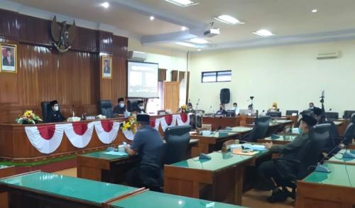 Enam Fraksi DPRD Trenggalek Sampaikan PU dan Jawaban Atas Tujuh Ranperda