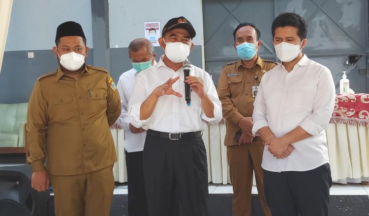 Menteri Muhajir Effendy Tinjau Gudang Farmasi di Gresik