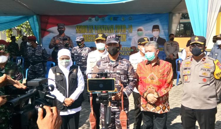 TNI AL Koarmada II Vaksinasi 3.000 Masyarakat Maritim di Lamongan